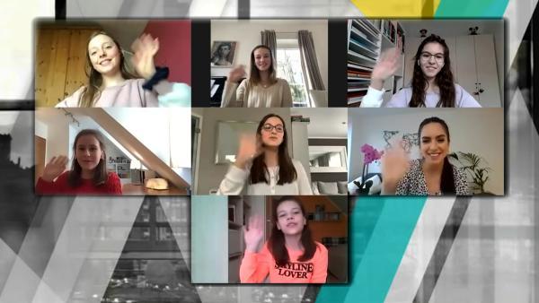 Jess im Trendchat mit den Schülerinnen der St. Angela Schule in Hessen. | Rechte: KiKA