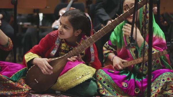 Jess trifft ein Mädchenorchester aus Afghanistan | Rechte: KiKA