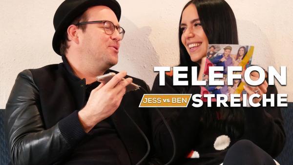 Ben und Jess spielen Telefonstreiche. | Rechte: KiKA/Jacqueline Kupey