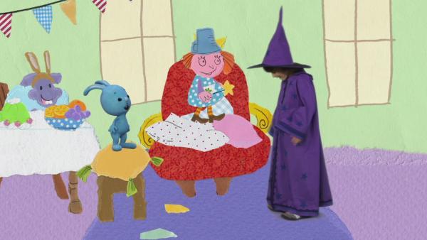 Hexe Schnappelschnut zaubert für die Kostümparty | Rechte: KIKA