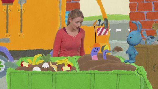 Anni und Kikaninchen besuchen den Wertstoffhof | Rechte: KiKA