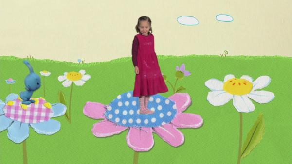 Weitsprung auf den Riesenblumen | Rechte: KiKA