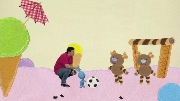 Fußball mit den Schokoladeneisbären | Rechte: KiKA