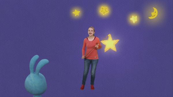 Anni singt ein Laternenlied | Rechte: KiKA