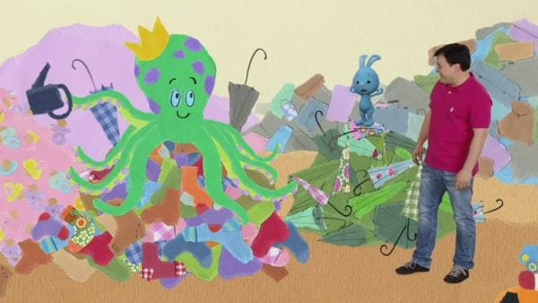 Der Krakenkönig versteckt die Gießkannen-Trompete | Rechte: KiKA