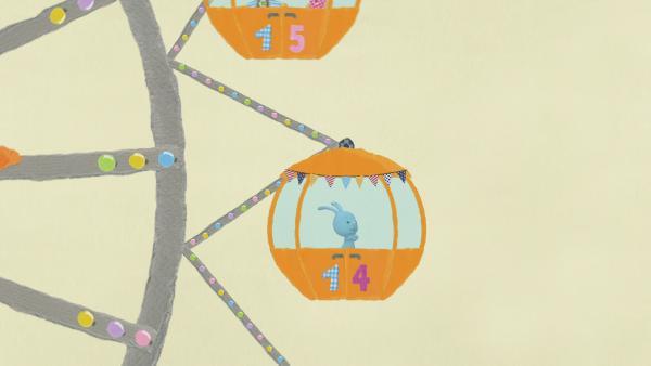 Kikaninchen fährt auf dem Rummel Achterbahn | Rechte: KiKA
