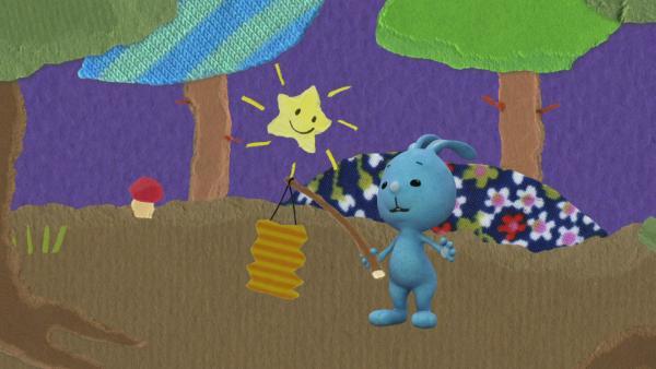 Der kleine Stern leuchtet Kikaninchen den Weg | Rechte: KiKA
