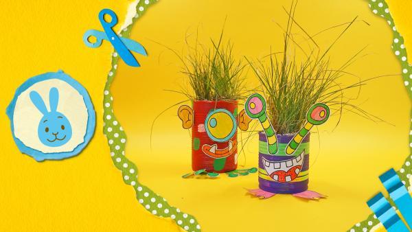 lustige, bunte Dosenmonster mit Gras | Rechte: KiKA