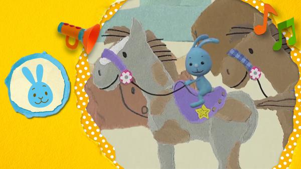Anni und Christian reiten auf einem Pferd durch die Prärie und zeigen Kikaninchen, wie man richtig reitet und ein Cowboy ist | Rechte: KiKA