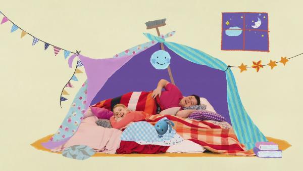 Kikaninchen, Anni und Christian sind müde. Sie legen sich in eine selbstgebaute Höhle aus Decken und schlafen.  | Rechte: KiKA