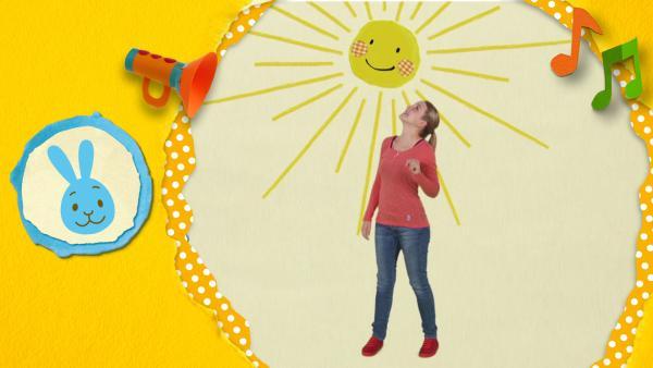 Anni singt ein Sonnenlied und vertreibt damit dicke Regenwolken und schlechtes Wetter  | Rechte: KiKA