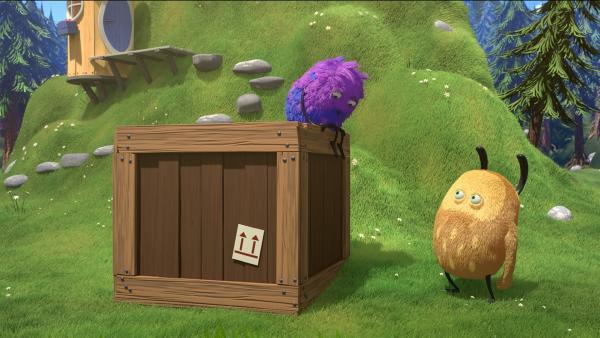 Natürlich wollen Kiwi und Strit herausfinden, was in der Kiste steckt. | Rechte: NDR/Copenhagen Bombay