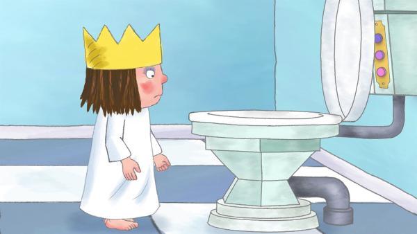 Beklommen stellt die Prinzessin fest, wie groß und hoch die moderne neue Toilette ist. | Rechte: ZDF/The Illuminated Film Company