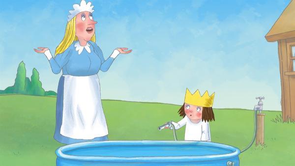 Das Kindermädchen erklärt der Prinzessin, dass sie ihr Planschbecken nicht füllen darf, weil es nicht genug Wasser gibt. | Rechte: ZDF/The Illuminated Film Company