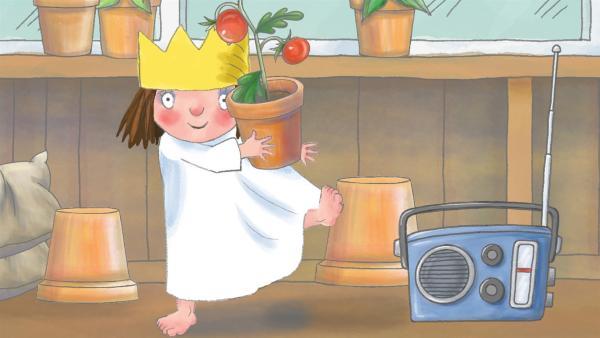 Die kleine Prinzessin mag keinen Salat, vor allem nicht die Tomaten, bis ihr der Gärtner zeigt, wie aus den kleinen Tomatensamen große Pflanzen wachsen, die rote Früchte tragen. | Rechte: ZDF/Illuminated Film Ltd.