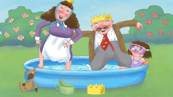 Die kleine Prinzessin sitzt an einem sehr heißen Sommertag in ihrem kleinen Schwimmbecken im Garten und ärgert sich, dass die Enten das Wasser mit ihr teilen wollen. Als auch die Erwachsenen zu ihr ins Becken steigen, ist es ihr zu viel und sie wirft alle raus. | Rechte: ZDF/Illuminated Film Ltd.