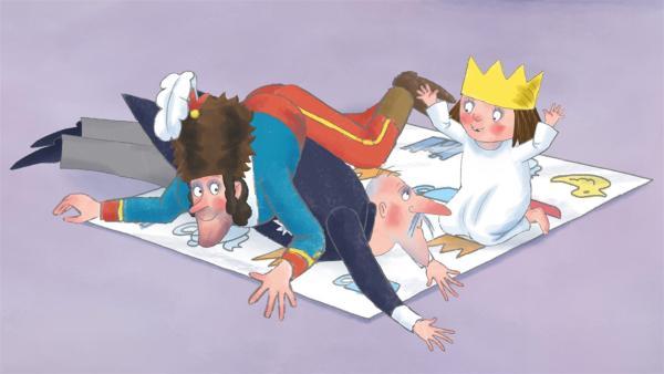 Die kleine Prinzessin spielt mit Schlamper Verstecken, als sie den General und den Premier entdeckt. Sie möchte deren Bärenfellmütze beziehungsweise den Orden geliehen haben. | Rechte: ZDF/Illuminated Film Ltd.