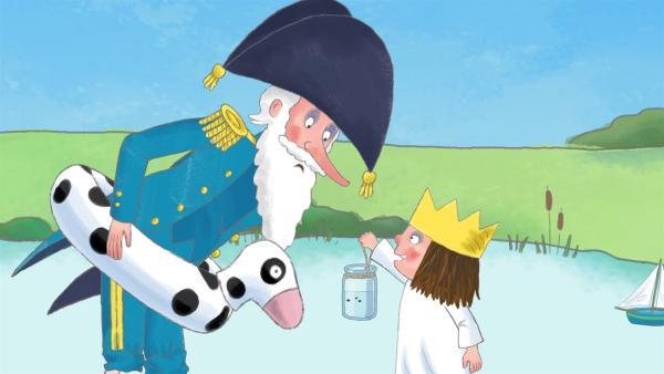 Stolz zeigt die kleine Prinzessin dem Admiral die Kaulquappe, die sie in ihrem Glas gefunden hat. | Rechte: ZDF/Illuminated Film Ltd.