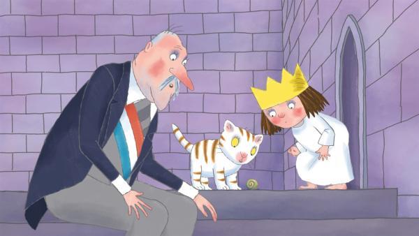 Die kleine Prinzessin findet eine Schnecke und ist von der neuen Spielkameradin ganz entzückt.   Rechte: ZDF/Illuminated Film Ltd.
