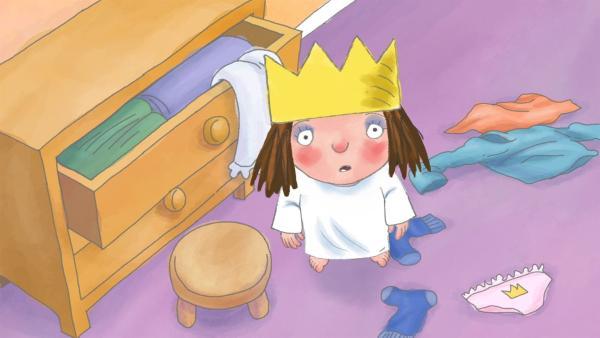 Die kleine Prinzessin will ihre alten Kleider nicht an ihre Cousinen weitergeben und versucht alles in den Schrank zu stopfen. Doch das gelingt ihr nicht so richtig. | Rechte: ZDF/Illuminated Film Ltd.