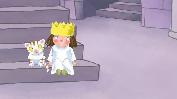 Die kleine Prinzessin war böse und muss auf der Treppe sitzen. | Rechte: ZDF/illuminated