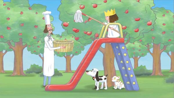 Auf der Leiter ihrer Rutsche erreicht die kleine Prinzessin die obersten Äpfel. | Rechte: ZDF/illuminated