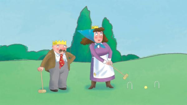 Die Königin ist selber überrascht über ihren perfekten Cricketschlag.   Rechte: ZDF/Ed Foster