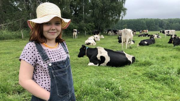 Elisabeth besucht einen Milchbauernhof. | Rechte: rbb/André Schmidtke