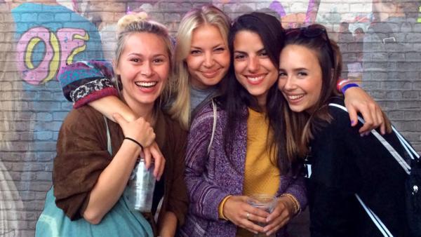 Du kannst ihnen alles anvertrauen und sie sind immer für dich da. Wahre Freunde! Aber woran erkennt man echte Freunde? | Rechte: KiKA/Anne C. Brantin/Clarissa Corrêa da Silva