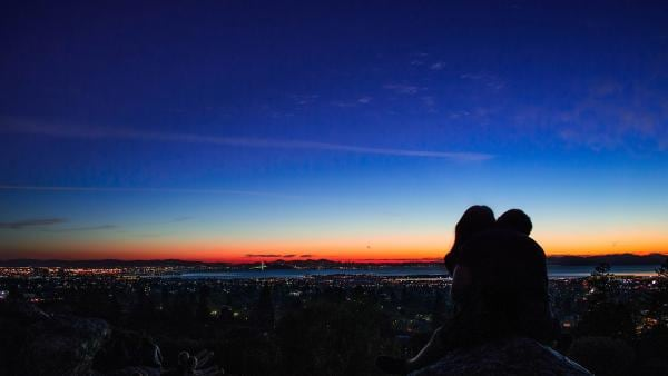 In den Ferien geht das Verlieben viel einfacher als im Alltag. Aber nach aufregenden Tagen voller Schmetterlinge im Bauch muss Abschied genommen werden. | Rechte: KiKA/Charlie Hang