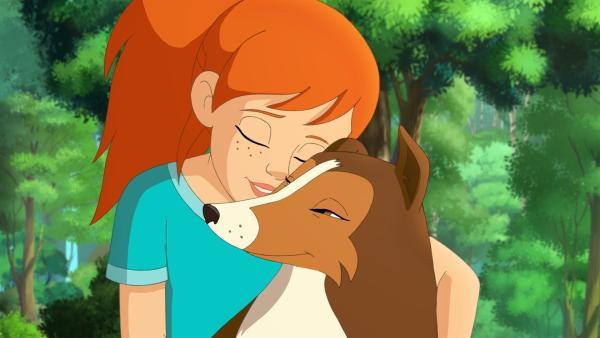 Zoe ist dankbar, dass Lassie bei dem gefährlichen Abenteuer nichts passiert ist. | Rechte: ZDF/Classic Media/DC Entertainment/Superprod