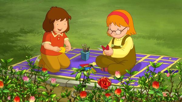 Laura und ihre Freundin Sophie haben im Garten einen kleinen Baumsprößling gepflanzt.   Rechte: ZDF/Mondo tv/ZDF-E