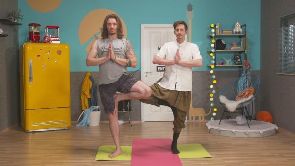 Gil und Marti beim Pärchen-Yoga | Rechte: ZDF/Isabel Ruzafa