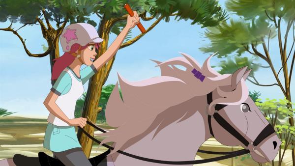 Durch die Provokationen von Samantha beschließt Anna doch am Rennen teilzunehmen | Rechte: hr/Tele Images