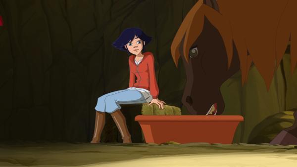 So lange sie verreist ist, übernimmt Lena die Pflege von Vinas Pferd Lily. | Rechte: hr/Tele Images