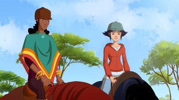 Lena (rechts) macht ein Praktikum bei Pferdeflüsterin Alma. | Rechte: hr/Télé Images