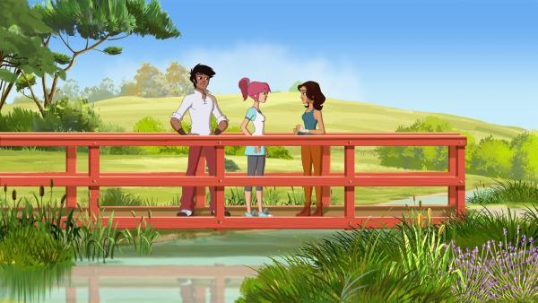 (v.l.) Angelo und Lena sprechen mit Jims Freundin Nina über ihr Pferd.   Rechte: hr/Télé Images