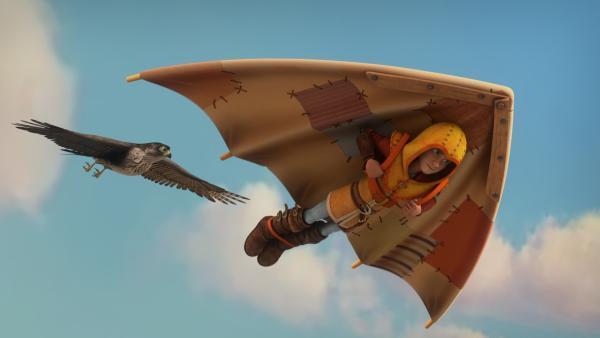 Leo fliegt mit seinem Gleiter zusammen mit einem Falken.   Rechte: hr/2020 Grupo Alcuni