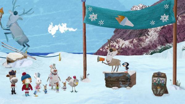 Die Bewohner von Strandschatz Eiland machen sich bereit für die Winterspiele. (Von links nach rechts: Salty, Lily, Pelle, Flöckchen, Quietsche-Mäuse, Nonna, Henne Jette, Lord von Hirsch, Puffin)   Rechte: KiKA/Sixteen South