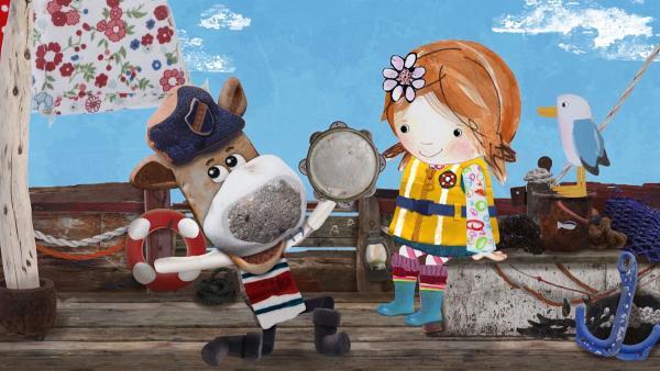 Salty ist ein wirklich guter Tamburinspieler, findet Lily. | Rechte: KiKA/Sixteen South