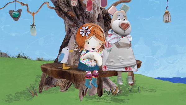 Lily tröstet Nonna, die Angst davor hat, nie wieder gut kochen zu können. | Rechte: KiKA/Sixteen South