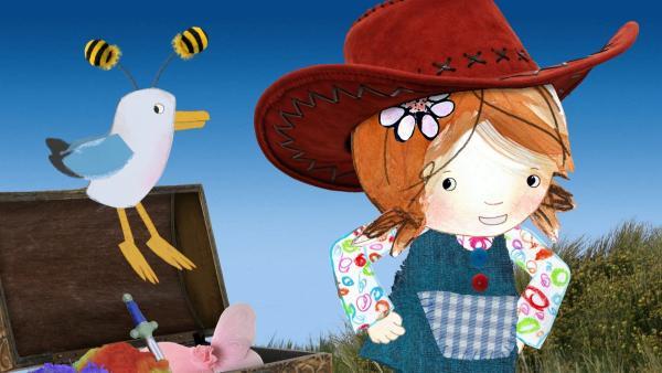Lily entdeckt in einer Kiste voller Kostüme einen wunderschönen Cowgirlhut für sich und lustige Wackelfühler für Pelle.<br/> | Rechte: KiKA/Sixteen South