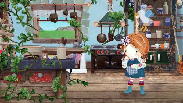 Während Barne Nonna ablenkt, versucht Lily mit Pelle, die Petersilie in der Küche zu stoppen. | Rechte: KiKA/Sixteen South