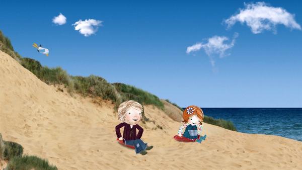 Lily gewinnt gegen ihren Papa im Sandrutschen, dem Lieblingsspiel ihrer Mama.   Rechte: KiKA/Sixteen South