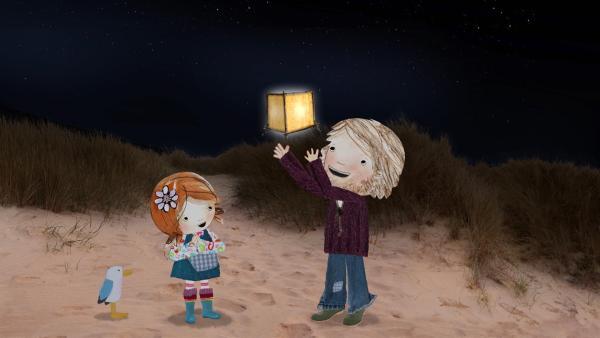 Lily und ihr Papa lassen nach einem wunderbaren Tag eine Treibholzpapierlaterne in den Nachthimmel aufsteigen.   Rechte: KiKA/Sixteen South