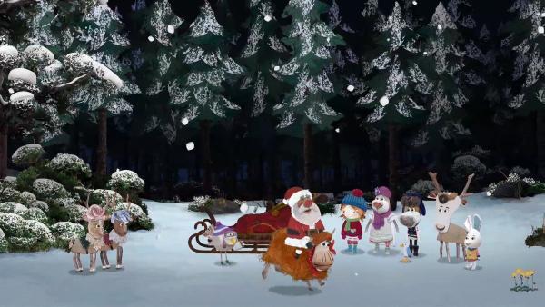 Alle Bewohner von Strandschatz Eilandhelfen dem Weihnachtsmann, damit er wieder mit seinem Schlitten fliegen kann.    Rechte: KiKA/Sixteen South