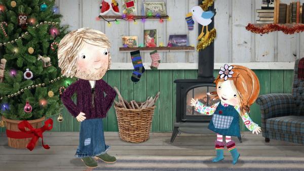 Lily, ihr Papa und sogar Pelle hängen Socken an den Kamin und hoffen, dass ihnen der Weihnachtsmann Geschenke bringt. | Rechte: KiKA/Sixteen South