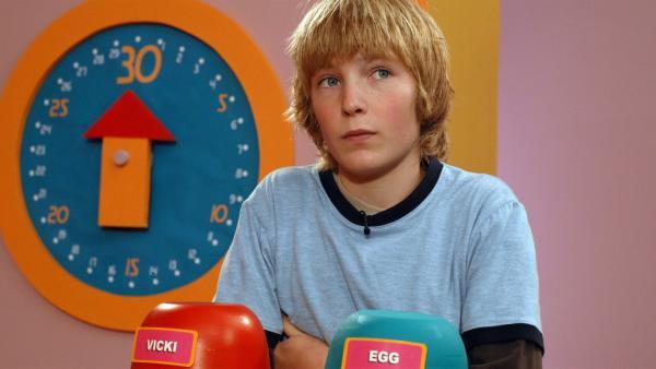 Lockie (Sean Keenan) muss ein paar harte Entscheidungen treffen: Während Vicki möglichst viel Pärchen-Zeit mit ihm verbringen will, braucht Egg dringend einen Freund zum reden. | Rechte: BR/ACTF