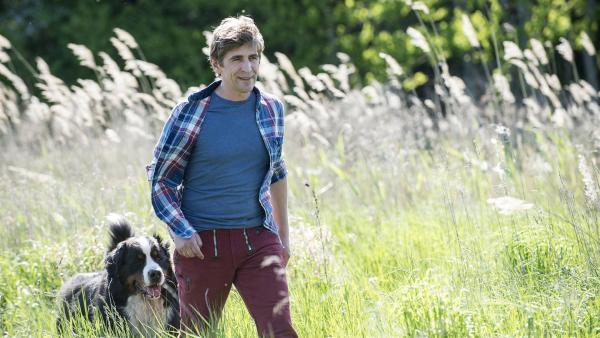 Fritz (Guido Hammesfahr) und Keks drehen mal wieder eine Runde. | Rechte: ZDF/Antje Dittmann
