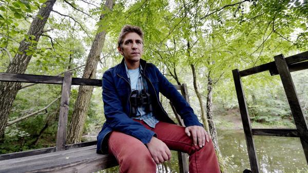 Fritz Fuchs (Guido Hammesfahr) steht als neuer Bibermanager vor einem Problem - es gibt viele Beschwerden in nur einer Nacht, weil Biber Justin vieles zerstört haben soll. | Rechte: ZDF/Antje Dittmann